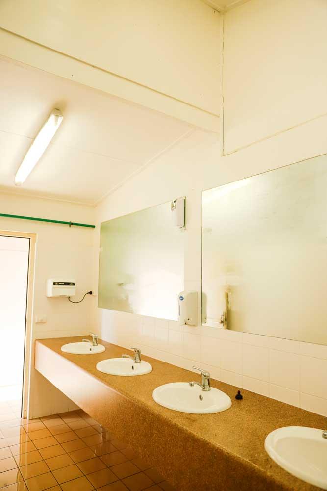 Riverglade Caravan Park Tumut Clean modern amenities